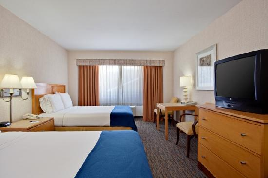 Holiday Inn Express Newport Beach: Standard Room with Two Queen Beds