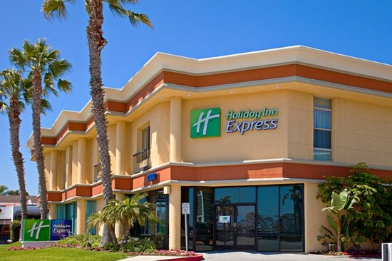 Holiday Inn Express Newport Beach: Exterior View from PCH