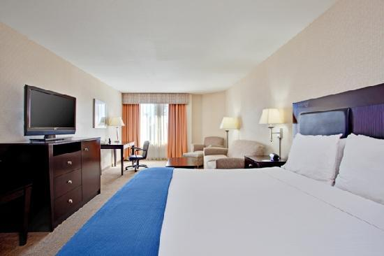 Holiday Inn Express Newport Beach: Upgraded Room with Partial Bay View