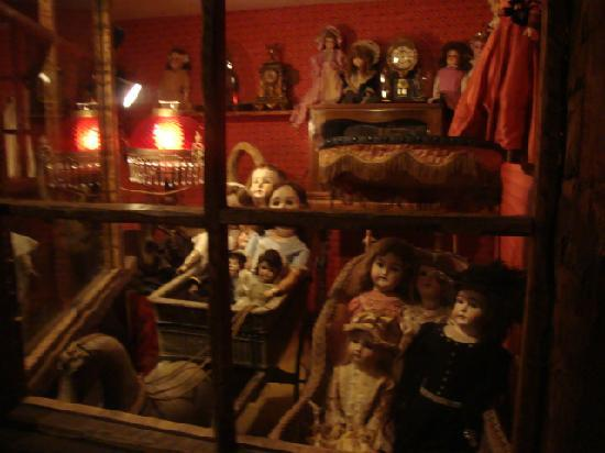 House on the Rock: Dolls