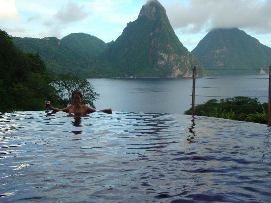 Jade Mountain Resort: Our pool