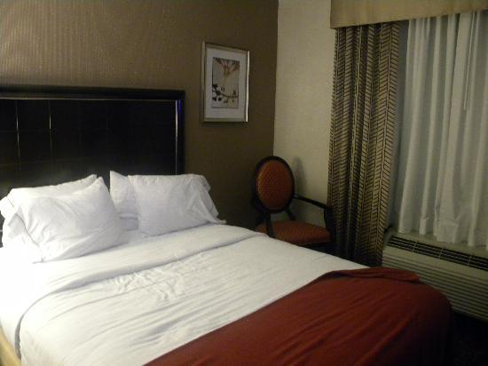 Holiday Inn Express Hotel & Suites Columbia East - Elkridge: comfortable bed