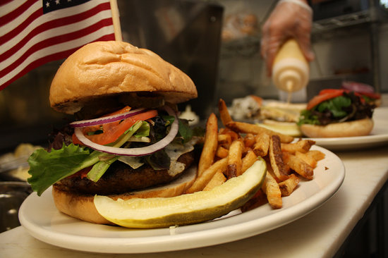 The Reservoir - Restaurant and Tap Room: Truck Driver - 1lb Burger