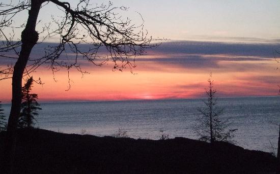 Eagle Lodge and Lakeside Cabins : Sunset at Eagle Lodge