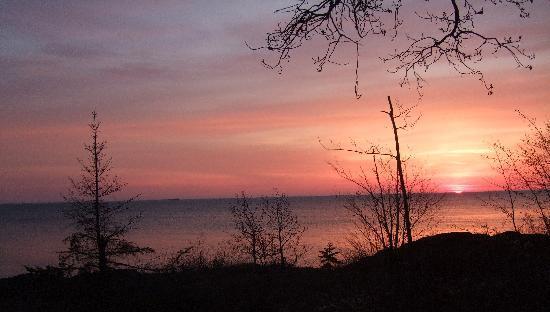 Eagle Lodge and Lakeside Cabins : Sunrise at Eagle lodge