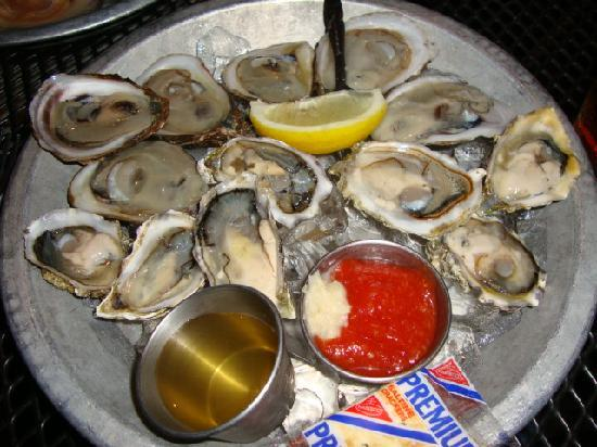 Black Rock Oyster Bar & Grill: The oysters from the raw bar.