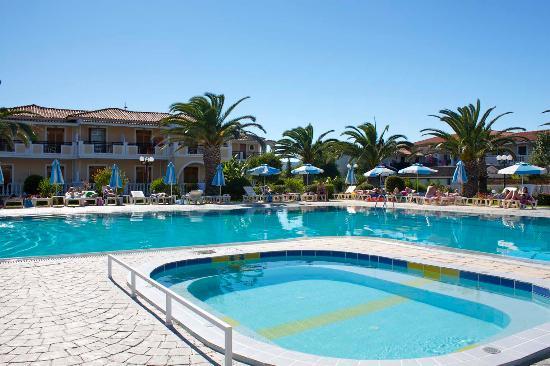 Golden Sun Hotel: Flott bassengområde