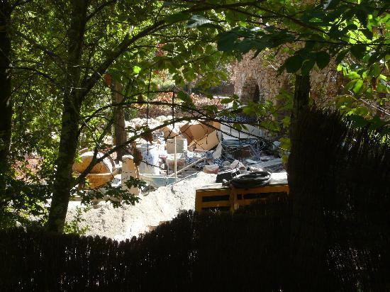 Podere La Cerreta : Baustelle 5 Meter vor unserer Terrasse