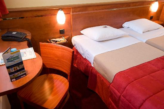 Brit Hotel Bordeaux Aéroport - Le Soretel : chambre