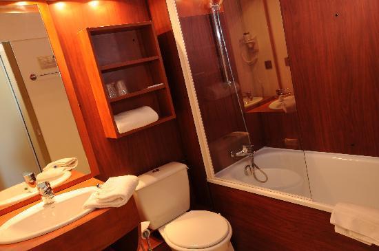 Brit Hotel Bordeaux Aéroport - Le Soretel : salle de bain