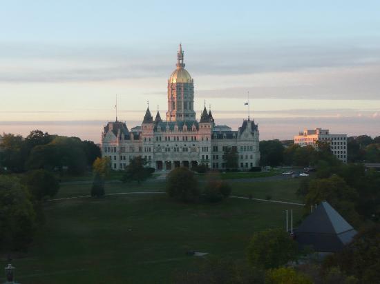Holiday Inn Express Hartford-Downtown: Blick auf Park und Parlament