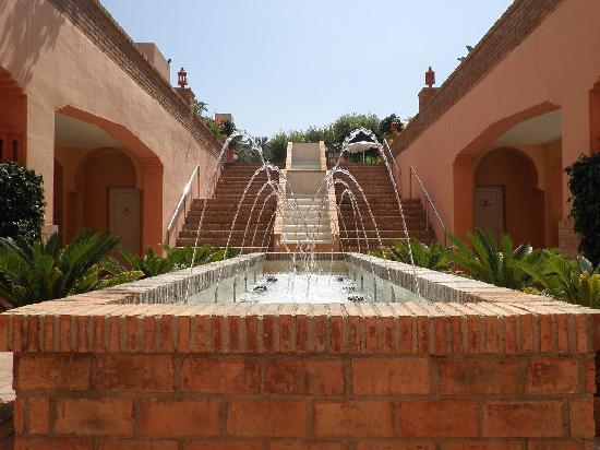 Playacalida Spa Hotel: fuente interior