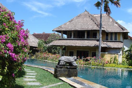 Rumah Bali: Bungalow piscine