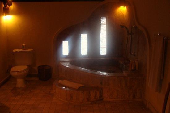 روماه بالي بد آند بركفاست: salle de bain