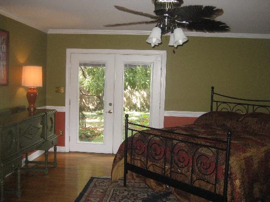 Stonehenge Bed & Breakfast: The Guest Room