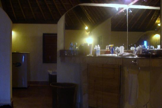 รูมาห์ บาหลี เบด แอนด์ เบรกฟาสท์: salle de bain