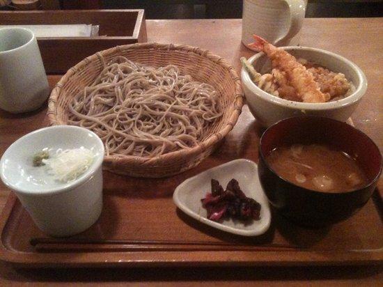 Sumiyaki Gonpachi Azamino: 権八ランチ 小天丼とせいろのセット