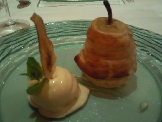 Dovecote Restaurant: pear and ameretti with honey ice cream
