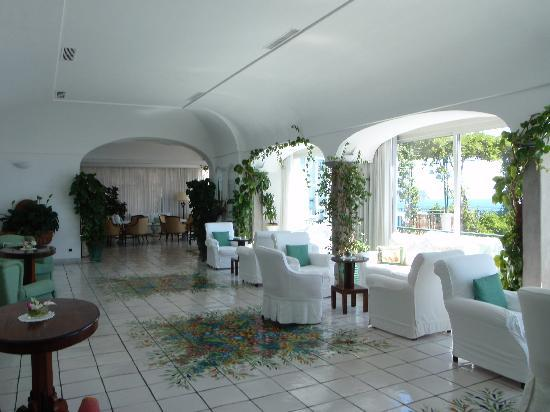 Santa Caterina Hotel: Sitting area in main building