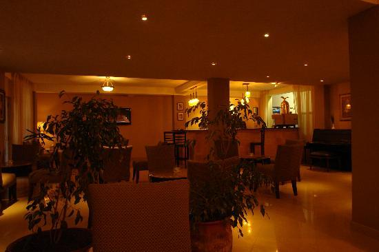 Addis Regency Hotel: Lobby bar on arrival