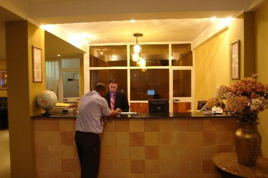 Addis Regency Hotel: Receptionist speaking with another guest
