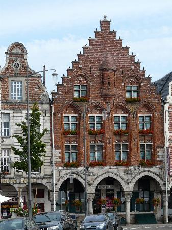Hotel Les Trois Luppars : Unique 15th century modern hotel!