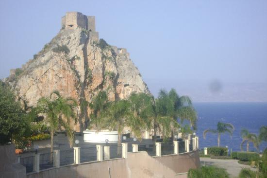 Hotel Capo dei Greci Resort & SPA: Vista sul castello di S. Alessio