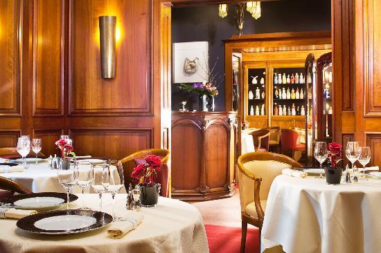 Le salon contemporain picture of maison rostang paris tripadvisor - Salon art contemporain paris ...