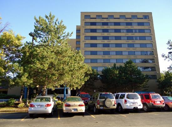 Hilton Northbrook: Exterior