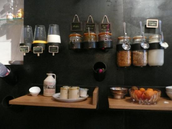 Au Vieux Panier : il banco-muro della colazione