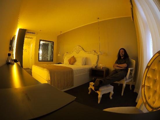 Beyond Hotel: Habitación