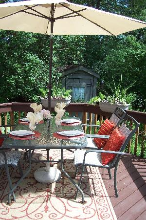 Haig Street Bed and Breakfast: Outdoor Dining
