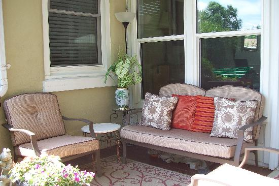 Haig Street Bed and Breakfast: Private Patio