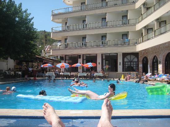 Hermes Hotel: Busy Pool
