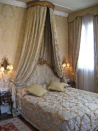 Hotel Canal Grande: room