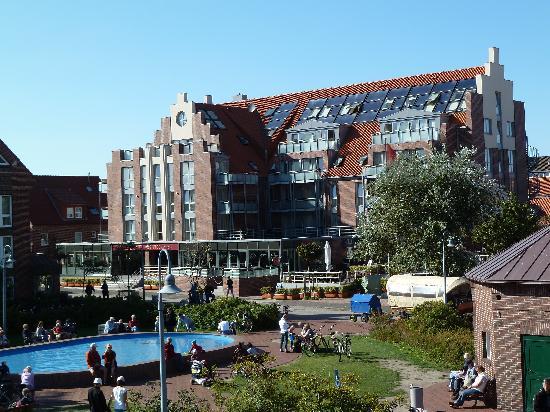 Hotel Atlantic Juist - Apartments : Hotelansicht vom Kurplatz aus gesehen