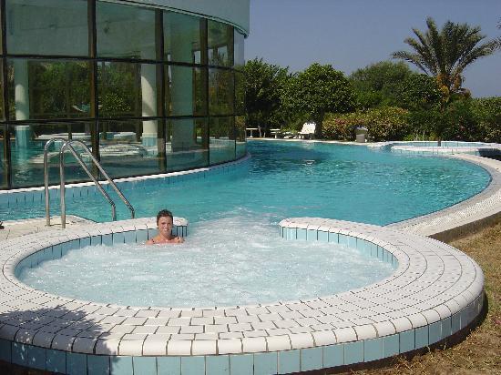 Hasdrubal Thalassa Hotel & Spa Port El Kantaoui: jacouzzi exterieur de la thalassa