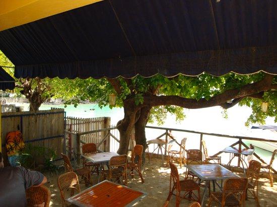 Palm Beach Cafe: terrasse sable