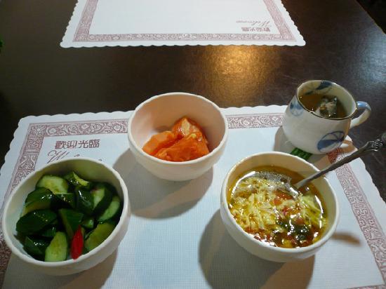 Lio Hotel: この日はお粥が無くてトマトスープだった