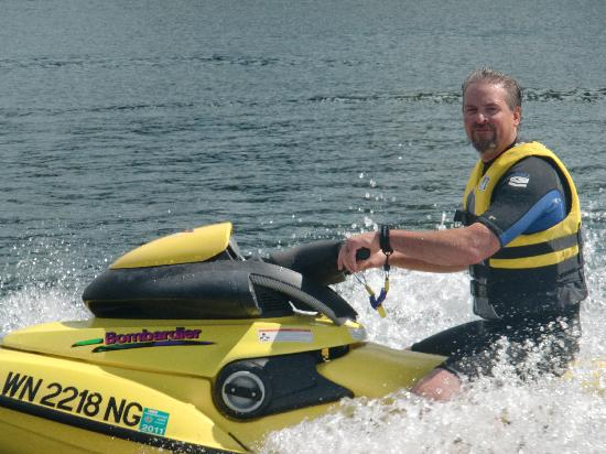 Lake Mayfield  Marina Resort & RV Park: Jetskiing a blast!!