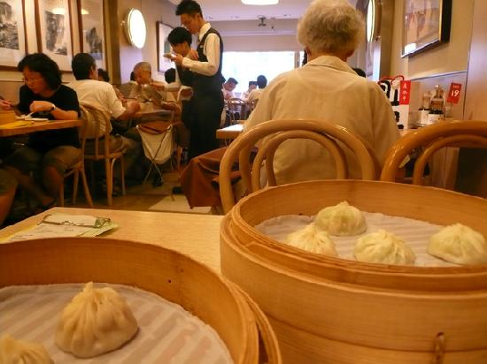 Din Tai Fung (Xinyi): 半分サイズの小籠包
