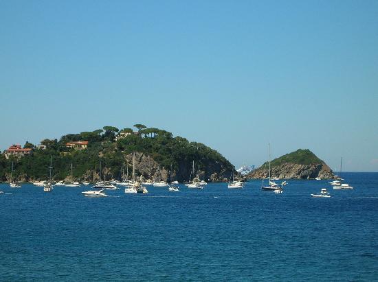 Cavo, Italia: barche nel golfo