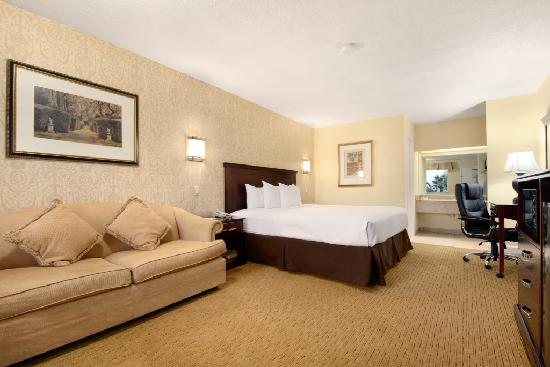 Days Inn The Woodlands TX: One King Bedroom