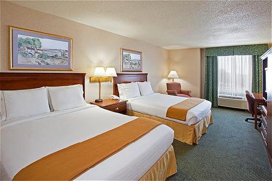 Holiday Inn Express Hotel & Suites West Mifflin: Two Queen Room