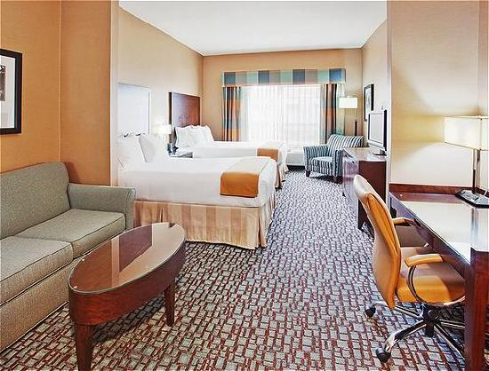 Holiday Inn Express & Suites Salinas: Two Queen Bed Suite 1