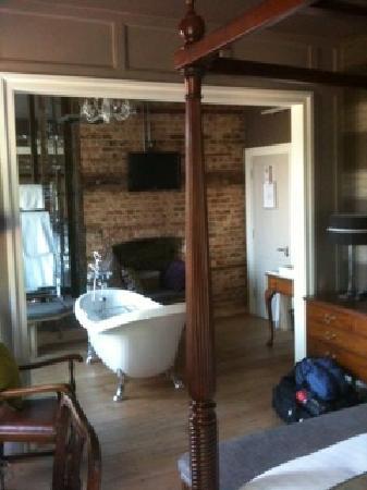 Wellington at Welwyn: The elegant bath