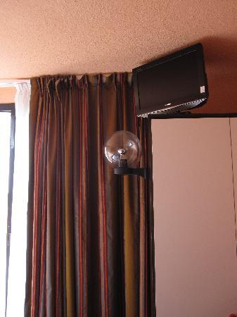 L'Oyat : 70's fishbowl lamp mounted on wardrobe