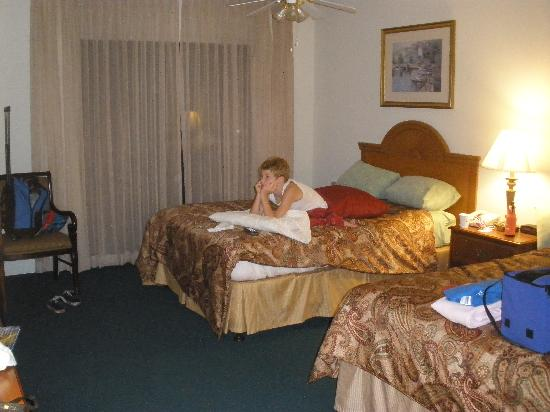 Monarch Resort: room