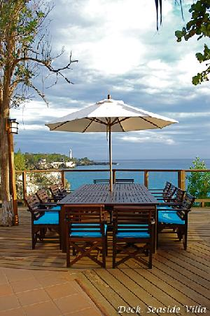 Villas Sur Mer: Seaside Deck