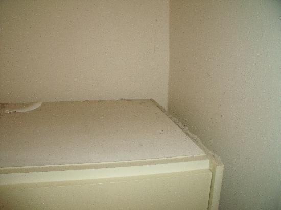 Hotel Stirka: 1 cm de poussière sur garde robe